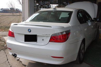 BMWにフロントリップ&トランクスポイラーを塗装・取り付けしました