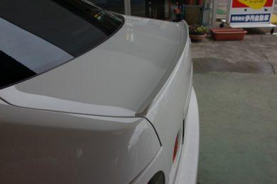 トヨタ アルテッツァ(SXE10)RS200 Zエディションにトランクスポイラーを塗装して取り付けしました
